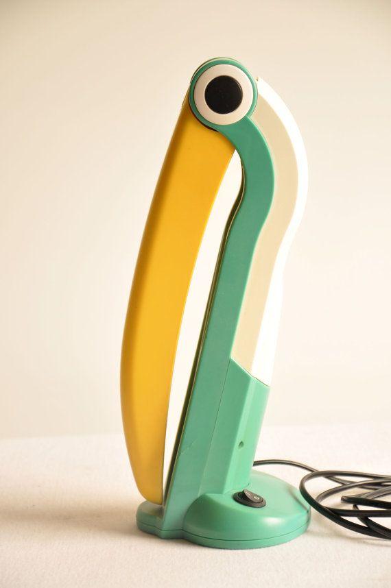 ~ 1980's Toucan Table Desk Lamp ~ Mis hermanos tenían esta lampara no puedo creerlo!! jaja buenos momentos
