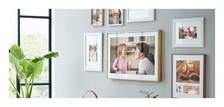 Samsung The Frame, en TV som inte bara ser ut precis som en tavla med sin klassiska inramning utan även fungerar som detsamma när du aktiverar Art Mode. Istället för att stänga av skärmen och ha en stor svart klump på väggen så övergår skärmen till att visa digital konst, som du själv väljer. Samsungs initiala samling innefattar mer än 100 konstverk i olika stilar för att du ska kunna anpassa sil och miljö. Ljusstyrkan anpassas också efter ljuset i rummet...