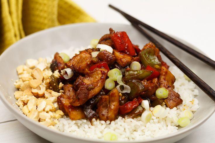 Chinese Kung Po Kai: pittige kip met cashewnoten en rijst