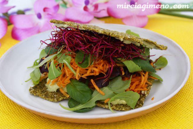 Raw Sandwich con ali-oli de aguacate http://www.mireiagimeno.com/recetas/raw-sandwich-con-alioli-de-aguacate