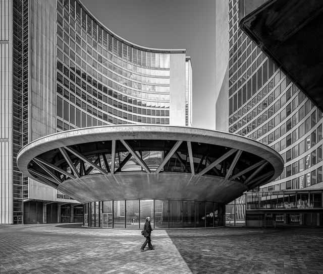 Toronto City Hall, by the architect Viljo Revell (1960 - 1965). Photo ©Darren Bradley
