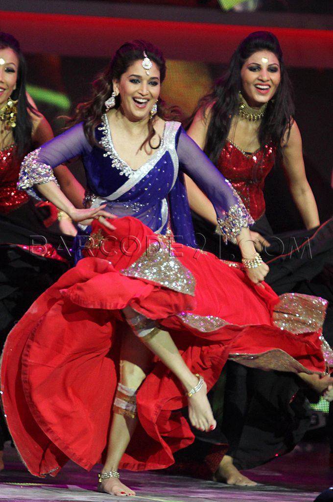 Madhuri ina pink and blue ghagra choli ina manish malhotra at 14th IIFA Rocks Green Carpet.