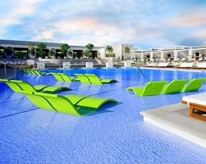 """Las Vegas Pool Party Guide"""