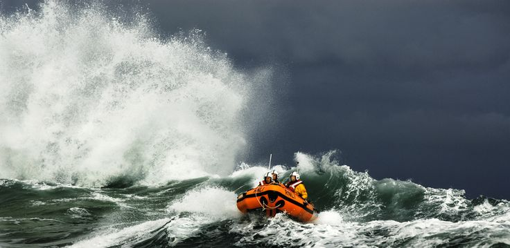 The St Ives D class Colin Bramley Parker works in tricky conditions inshore off Carn Everis at the eastern end of Porthmeor beach. ©Nigel Millard/RNLI