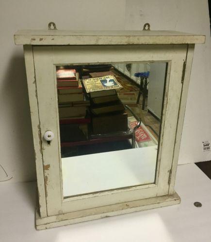 Antique-Medicine-Cabinet-Mirror-034-shabby-Chic-034-Glass-Shelves-Porcelain-Knob-Look