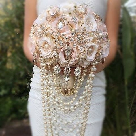 Vintage Glam!! How about this beautiful Blush and Ivory floral, gold and rose gold brooch bouquet to steal your heart!? Designer: #GlamBouquet #floralbouquet