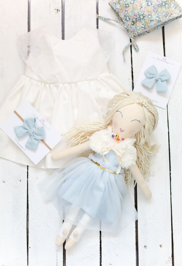 Elsa rag doll, inspired Frozen is made of cotton filled with high – quality antyallergic poliester fiber. Eyes and mouthes are hand embroided. Elsa has got yarn hair, that you can style. She wears a beautiful cotton dress that was decorated with tulle and fur collar. Elsa also wears a necklace with a tiny bell. She has got stockings on her legs. Elsa can be gently washed with cool water and mild soap. She measures about 46 cm (18 inches). Every little girl will just love her.