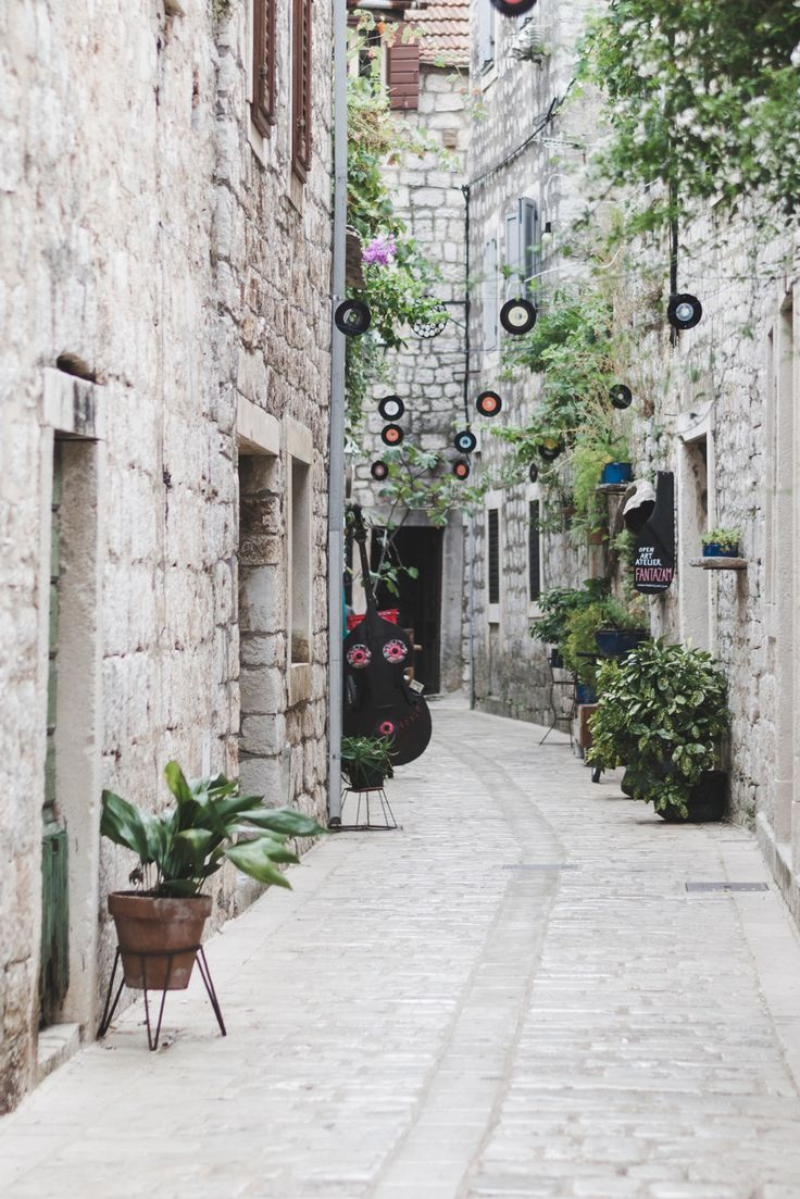 The streets of Stari Grad, Hvar, Croatia - from travel blog: http://Epepa.eu