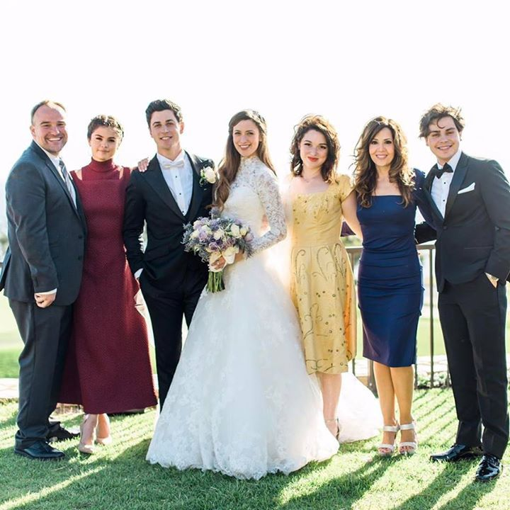 Selena e il cast de 'I maghi di Waverly' al matrimonio di David Henrie. 😍😍😍😍 #fashion #style #stylish #love #me #cute #photooftheday #nails #hair #beauty #beautiful #design #model #dress #shoes #heels #styles #outfit #purse #jewelry #shopping #glam #cheerfriends #bestfriends #cheer #friends #indianapolis #cheerleader #allstarcheer #cheercomp  #sale #shop #onlineshopping #dance #cheers #cheerislife #beautyproducts #hairgoals #pink #hotpink #sparkle #heart #hairspray #hairstyles…