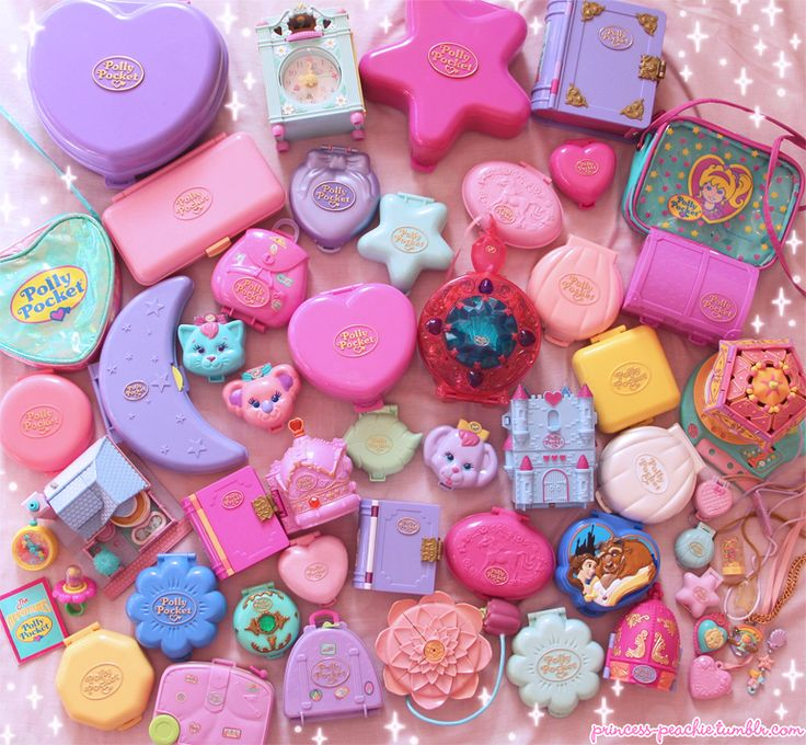 A Collection of Polly Pockets. I'm figuring out that these are very cool. I like the little worlds that are inside them and all the shapes are so interesting. I want to collection all the animal-shaped ones.
