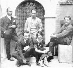 Some of the Algonquin Round Table members and guests (l–r) Art Samuels (editor of Harper's and, briefly, The New Yorker), Charles MacArthur, Harpo Marx, Dorothy Parker and Alexander Woollcott