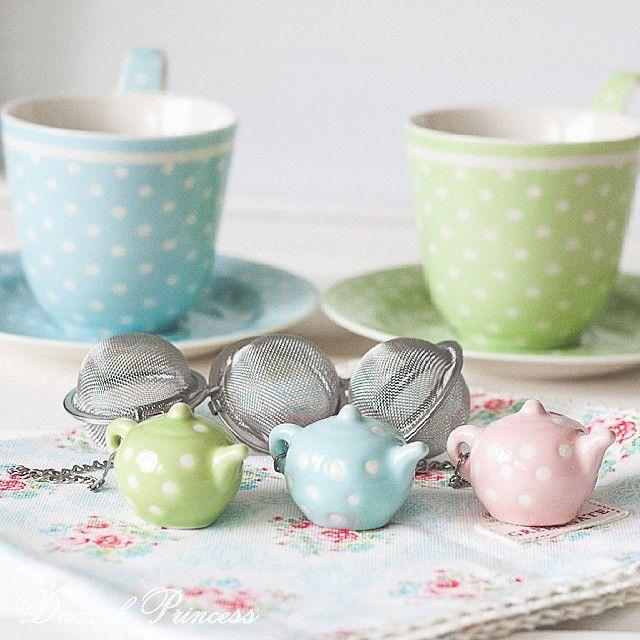 Встаньте дети, встаньте в ряд Ирушечные декоративные чайнички - противовес для заварочных ситечек  Три цвета в ассортименте  800р