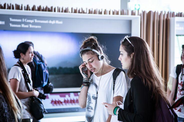 Italian teenagers at EXPO 2015 in Milan. Photo: Mikkel Bækgaard, www.mikkelbaekgaard.dk