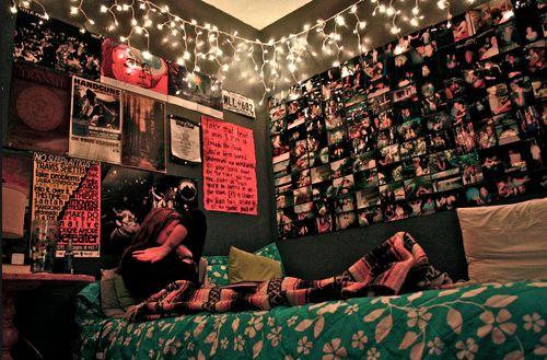 Love the dark wall color.