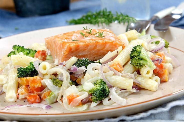 stekt laks med pasta og grønnsaker 3
