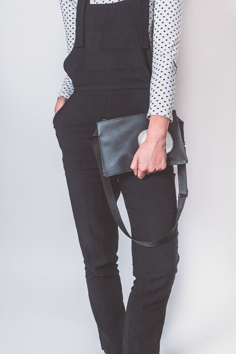 Classic black bag for everyday, styled with the favourite dungarees #bumbag#fannypack#waistbag