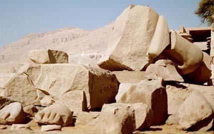 Le poème Ozymandias est un sonnet de Percy Bysshe Shelley qui a été écrit en décembre 1817 pendant un concours d'écriture et publié la première fois le 11 janvier 1818. Le nom Ozymandias fait référence au pharaon Ramsès II. Ce sonnet traite un certain...