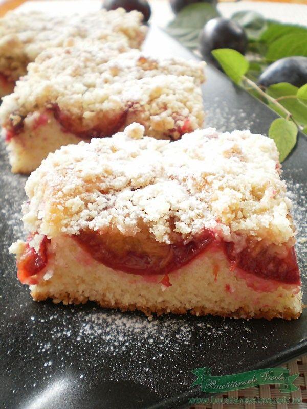 Prajitura pufoasa cu prune. Cum pregatimprajitura pufoasa cu prune O prajitura pufoasa cu prune pregatita in casa. Poti sa folosesti si alte fructe