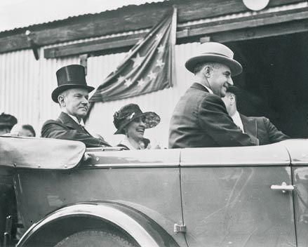 1923: Calvin Coolidge continúa con el 'Cadillac One' como coche presidencial.