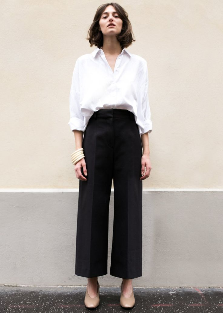 "#newarrivals #black #stiff #wideleg #suit #pants #thefrankieshop #frankienyc #frankiegirl High Waisted, Flat Front Pants w/Wide, Cropped Leg 2 Side Pockets. Zip, Hook & Eye Closure. Not Lined 56% Cotton, 36% Nylon, 8% PU 24"" Inseam Length, 13"" Rise, Waist- S/26"", M/28"" Dry Clean Imported"