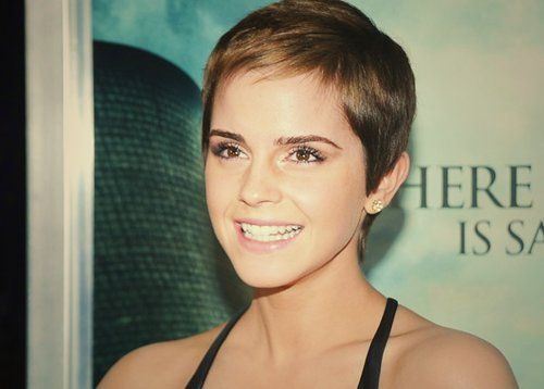 Emma Watson at the 2010 New York premiere of Harry Potter and the Deathly Hallows Part 1 #ShortHair #EmmaWatson