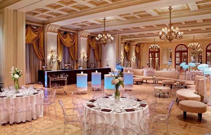 Zazoo Event Rentas - Wedding Party: Modular Bar χρυσό 12 µ. φωτιζόµενο, σύνθεση Sugoy καπιτονέ καναπέ µε Moon καθιστικό σε λευκό δέρµα και Pumpkin