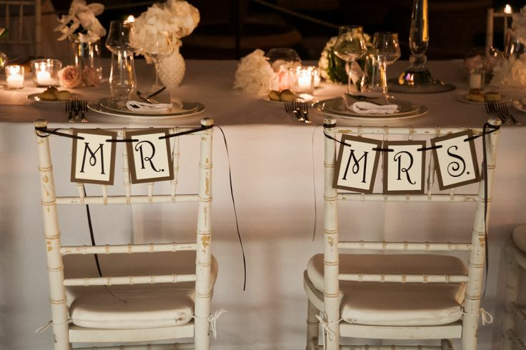 www.italianfelicity.com #weddingdetails #tabledecor #chairsigns