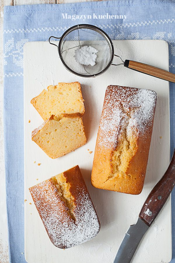 Przepis ciasto pomarańczowo-kokosowe. Proste ciasto na oleju kokosowym z dodatkiem skórki pomarańczowej.