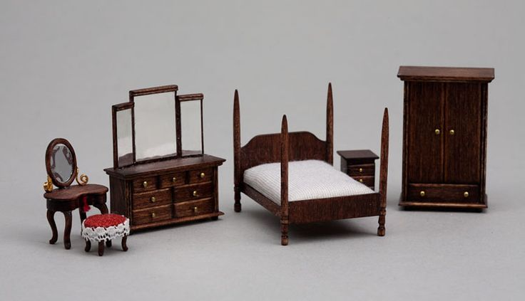 This week, we share the work of three quarter-scale artisans who attended the 2011 Good Sam Show and are scheduled to be at the 2012 Show.  ...