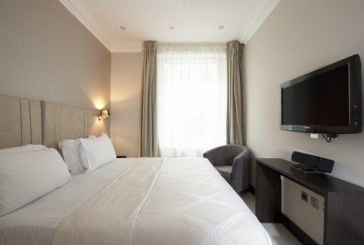 Kensington Vacation Rentals | short term rental london | London Serviced Apartment Rentals, London: Stylish 3 Bedroom Luxury Apartment @HolidayPorch https://www.holidayporch.com/rental-1445