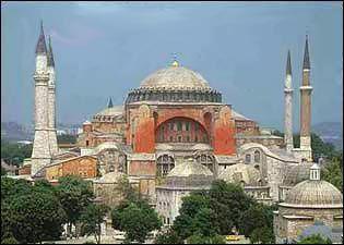 Iglesia de la Santa Sabiduría, construida durante el gobierno de Justiniano I (483-565) sobre las ruinas de Constantinople (capital del Imperio Bizantino). Hoy en día es la Iglesia de Santa Sofía ubicada en Estambul.