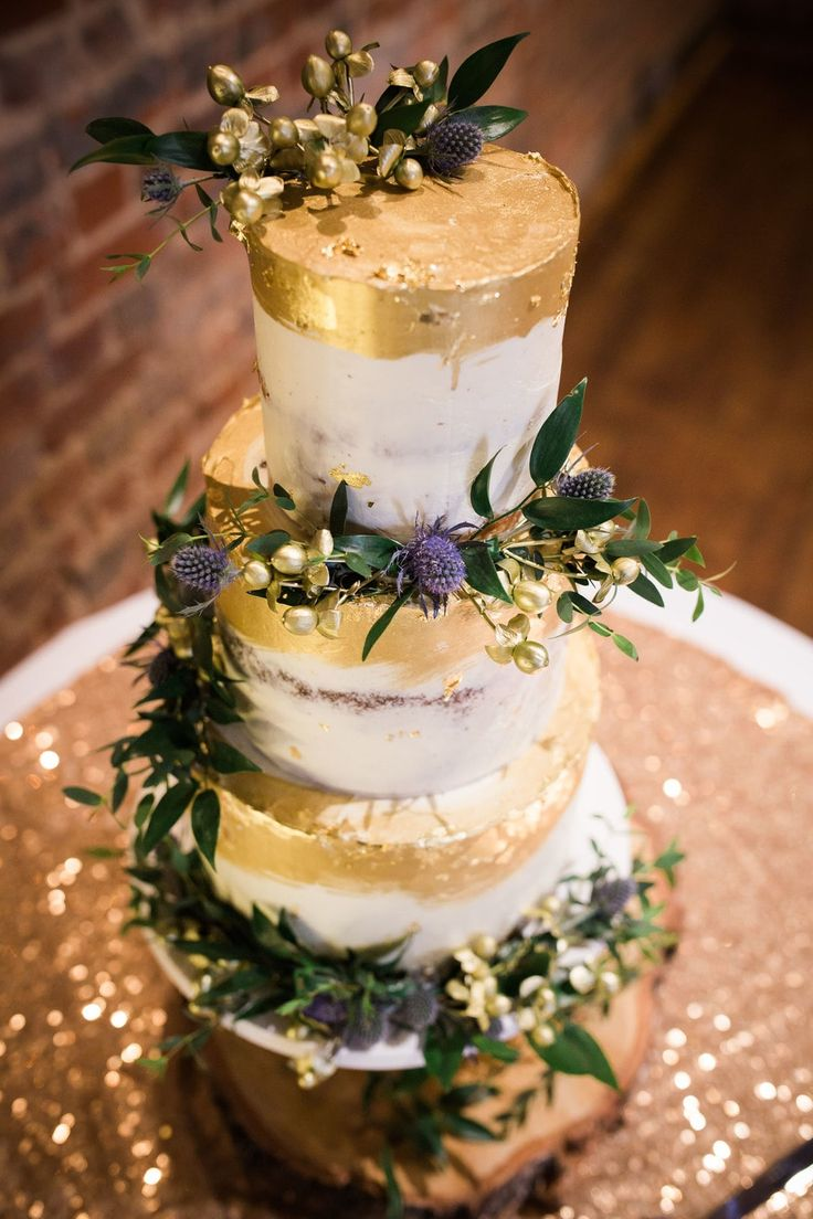 A beautiful winter wedding at Lillibrooke Manor with navy and gold details - UK Wedding Blog - Plans and Presents