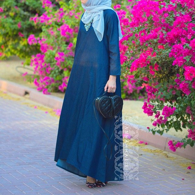 """1,537 Likes, 57 Comments - ANNAH HARIRI (@annah_hariri) on Instagram: """"It is 41° degrees here in UAE and alhamdouliallah for loose abaya-like dresses. So comfortable and…"""""""
