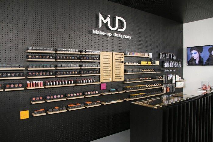 MUD Studio Vienna, Opernring 9, 1010 Wien - hier kann man lernen wie man sich perfekt schminkt, aber auch tolle Ausbildungen machen.