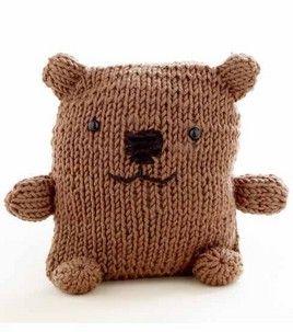 he looks like he gives great hugs :) loom-knit bear