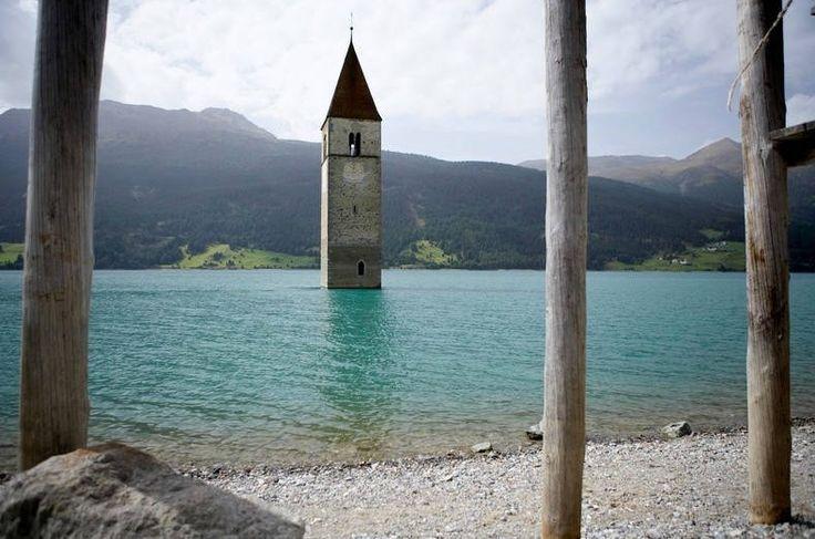 Die Geschichte über den Kirchturm im See von Südtirol