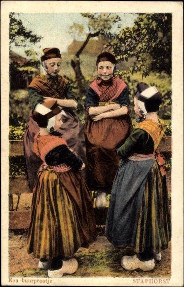 Postcard Staphorst♥ Overijsel, Een buurpraatje, Niederländische Trachten
