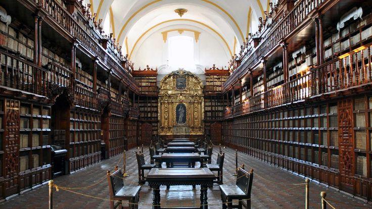Biblioteca Palafoxiana http://laguiadepuebla.com/item/biblioteca-palafoxiana/