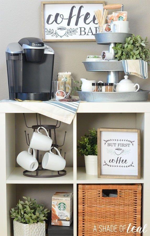 Richten Sie, während Sie gerade dabei sind, eine komplette Kaffee-Bar / -ecke ein, um Ihren Morgen nahtlos zu gestalten. | 34 Möglichkeiten, Ihre Küche zum besten Teil Ihres Hauses zu machen