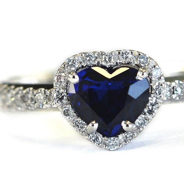 The embrace between the white diamond and blue sapphire creates a romantic and symbolic heart ring from precious and refined design.…