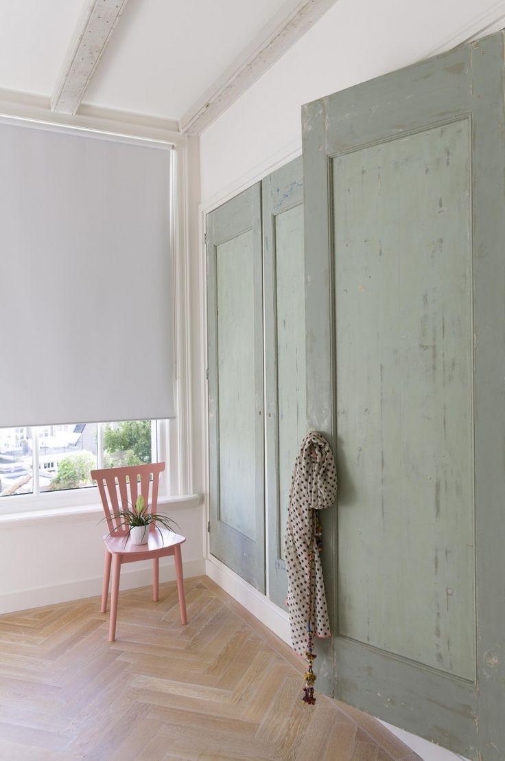Sanded green cupboard doors | Styling Leonie Mooren | Photographer Anouk de Kleermaeker | vtwonen August 2015