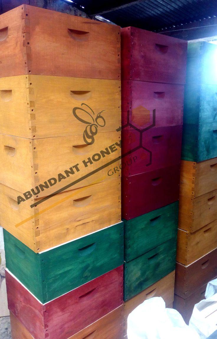 Venta de productos de y para abejas Tel.571-2237134 Fabrica de material e implementos para apicultura. VENDEMOS Implementos para APICULTURA,guantes,alimentadores,cera estampada,overoles,centrifugas,ahumadores http://www.abundanthoneygroup.com/implenentos-para-apicultura