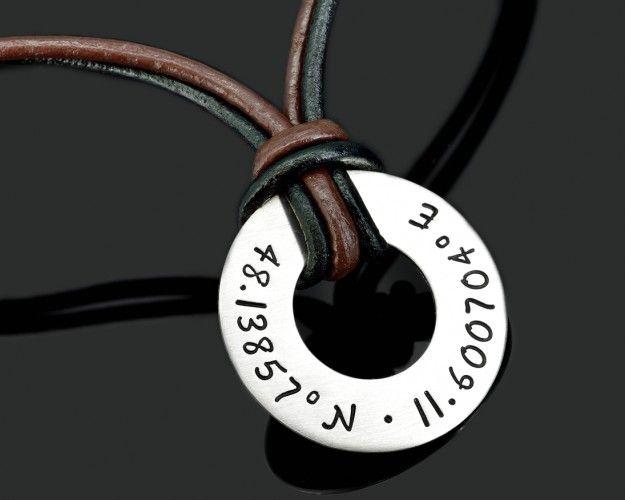 Koordinaten Kette für Männer mit Lederband. 925 Silber Anhänger