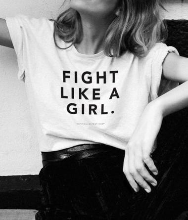 Warum gerade alle diese T-Shirts wollen: Feministische Statement-Shirts – WOMAN