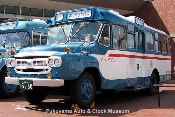 呉市のボンネットバス・いすゞBXD30(1968年式,川崎航空機工業,旧呉市交通局Is682) 2012年10月8日、呉市海事歴史科学館(大和ミュージアム)前において【クリックで大きく表示】