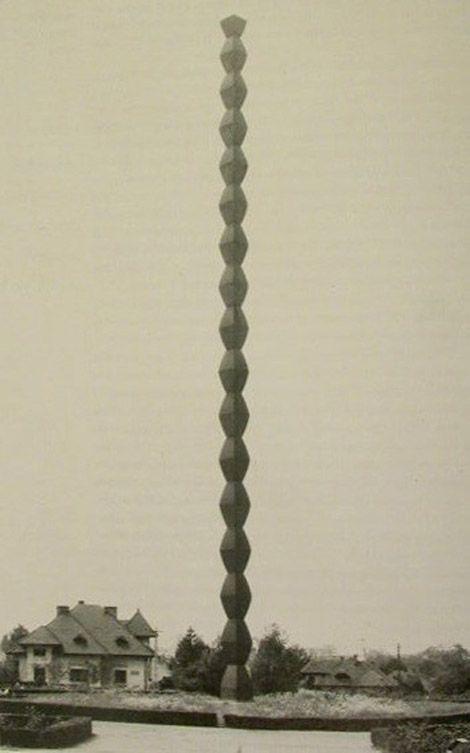 Constantin Brâncuşi: The Endless Column, 1937 (Târgu Jiu)