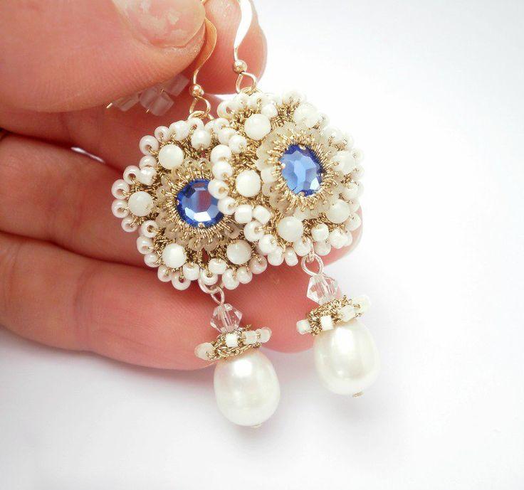 orecchini dorati ricamati con le perle di madreperla, arricchiti con strass azzurro, by Gioielli di Barbara, 35,00 € su misshobby.com