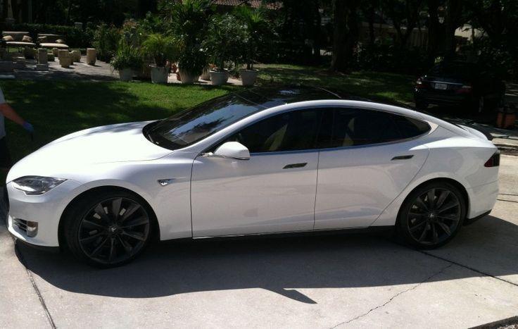 Sie Fahrt Ein Wunderschones Weisses P85d Model S Beste Luxus Autos Tesla Model S Tesla Electric Car Tesla Model S White