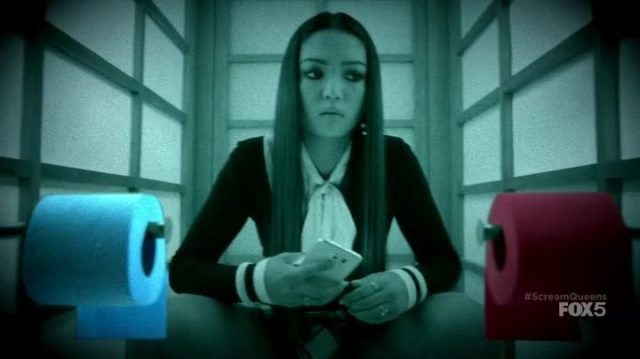 Aka Manto è un essere soprannaturale protagonista di una leggenda metropolitana giapponese ambientata nei bagni delle scuole.