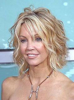 Short wavy hairstyles for thin hair with side bangs